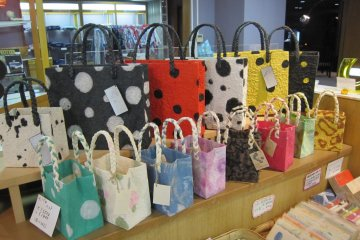 There were fancy bags made of Echizen Washi (paper) at the souvenir shop