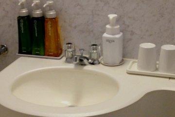 <p>Karasuma Kyoto Hotel&#39;s Superior Room Bathroom has a slightly more up-market finish than standard rooms</p>
