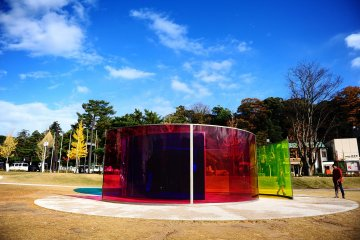 <p>Olafur Eliasson&#39;s Colour Activity House</p>