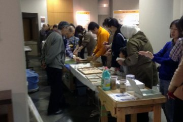 <p>On Saturdays on the first floor, anyone with paid admission may take part in the papermaking workshop for free. Haven&#39;t you always wanted to&nbsp;make paper&nbsp;out of recycled milk cartons?</p>