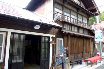 <p>The cafe is housed in a lovely traditional Japanese building.</p>