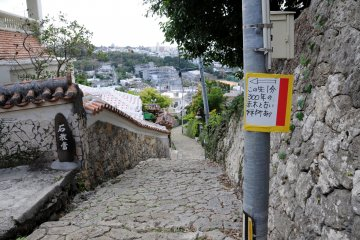 <p>The side alley leading to the akagi trees is here</p>