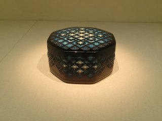 Beautifuly detailed lacquered box
