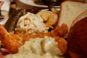 <p>Lunch set of ebi&nbsp;(shrimp) fry and home-made breads</p>