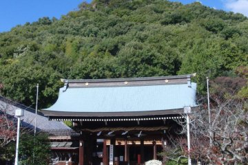 The shrine with Miyukiji-san behind