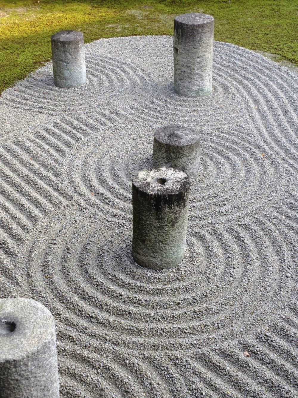 그 정원에는 전통과 현대적 디자인의 손길이 있다