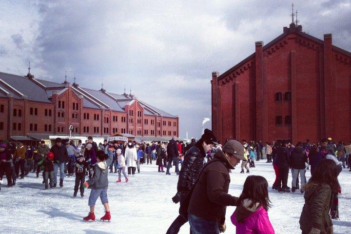 横浜赤レンガ倉庫 屋外アイススケート場