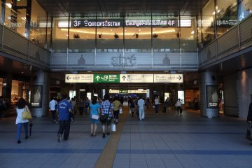 <p>A view of outside JR Shinagawa Station showing the Atre complex on 4F</p>