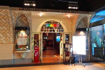 <p>We&#39;ve arrived at the Grand Central Oyster Bar! 4F Atre&nbsp;JR&nbsp;Shinagawa Station.</p>