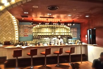 <p>The oyster bar at&nbsp;Grand Central Oyster Bar</p>