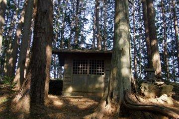 <p>A tiny shrine on Mt. Monomi</p>