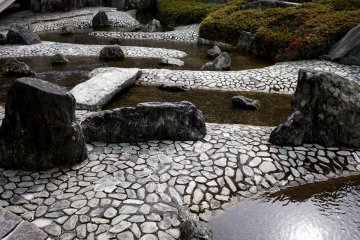 전시시대 디자인의 바위, 자갈, 물
