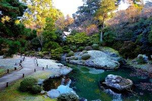 Soami-no-niwa centered around a pond