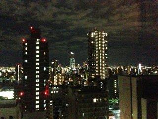 シェラトン都ホテル客室から望む、通天閣の見える夜景