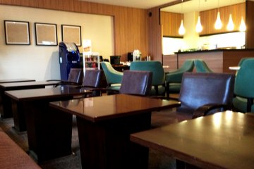 <p>Newspapers and light snacks and drinks are available at the Sheraton Miyako Hotel Osaka club lounge.</p>