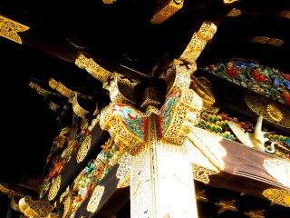 Mái hiên của cổng chính