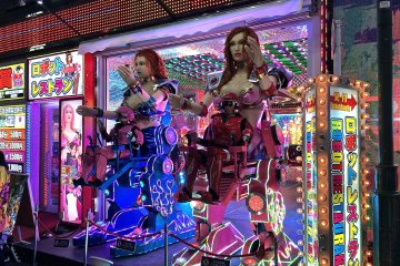 Robot Restaurant in Photos
