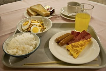 <p>Fresh home-cooked&nbsp;food for my last breakfast in Okinawa. Yummy!</p>