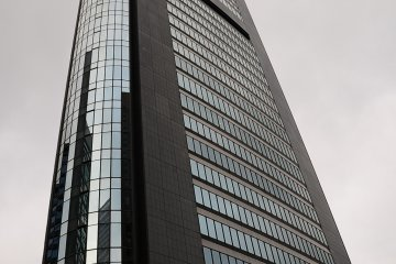 <p>The Park Hotel is on the 25th floor of the Shiodome Media Tower.</p>