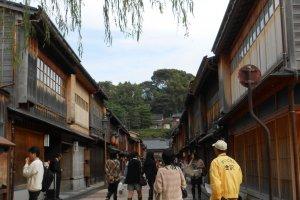 หมู่บ้านเกอิชา หรือถนนฮิกาชิ ชายะ (เขตร้านน้ำชา)