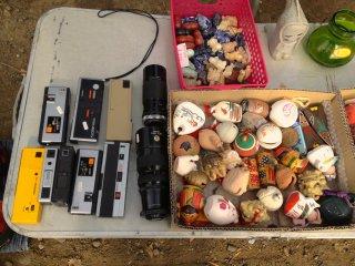 珍しい物を売っていた: カメラのレンズとオーディオ・レコーダーだ