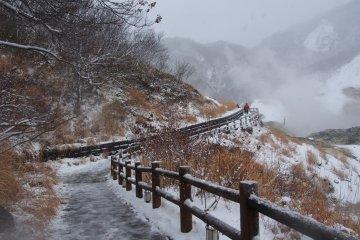 <p>ทางเดินไปยังตาน้ำของธารน้ำร้อน</p>