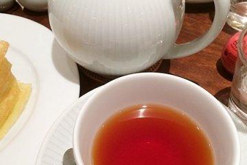 <p>紅茶(是菜單推薦的有蜂蜜和巧克力風味的阿薩姆紅茶)</p>