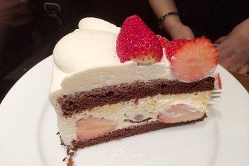 <p>草莓巧克力蛋糕 850日幣</p>