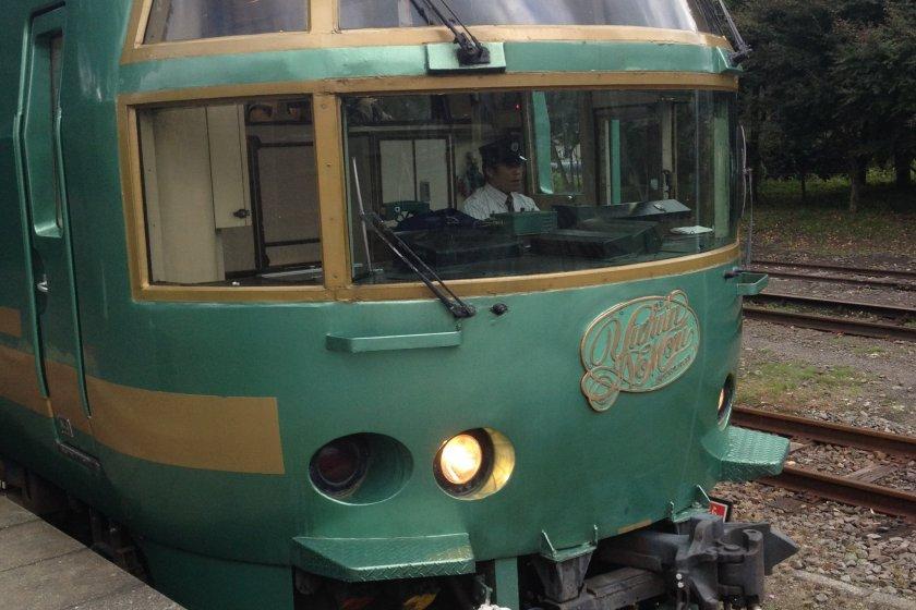 Yufuin no mori รถไฟน่ารัก สีเขียวสดใส