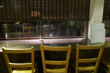 <p>Seats at the window counter</p>