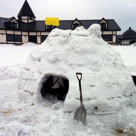 Trải nghiệm làm lều tuyết Igloo