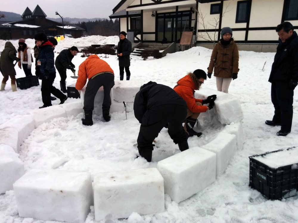 To start, mark out the size of the igloo you want and slowly start stacking.