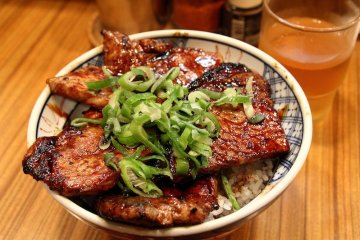 <p>燒肉飯</p>