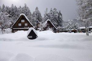 บ้ายแบบกัสโซกับหลังคาที่ปกคลุมด้วยหิมะ น่ารักสุดๆ