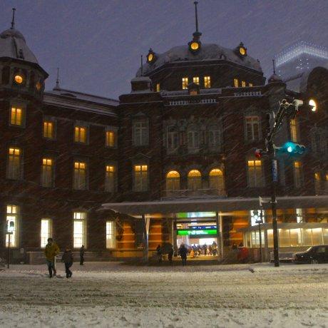 Stasiun Tokyo Berselimu Salju