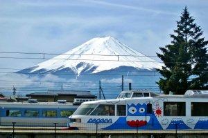 รถไฟเด็กน้อย จากสถานีคาวากูชิโกะไปยังสถานีชิโมโยชิดะ