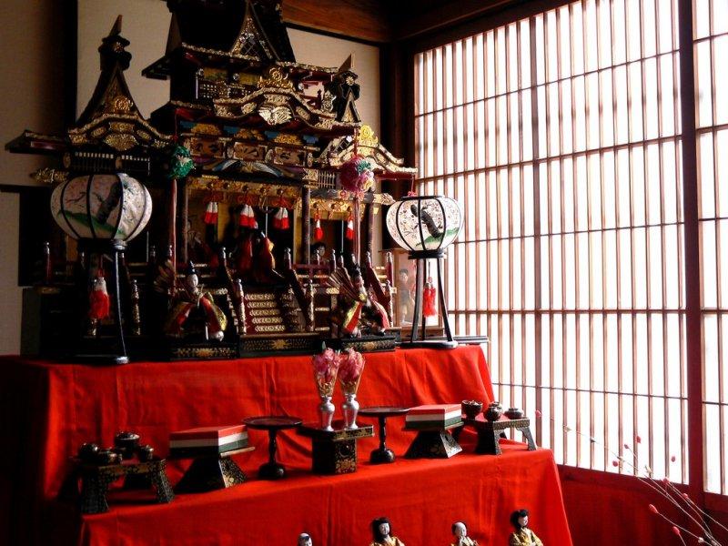 <p>Large and ornate Hinamatsuri display</p>