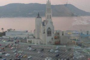 มองเห็นโบสถ์สวยงาม วิวจากบนชิงช้าสวรรค์