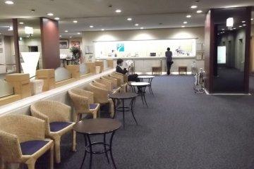 <p>The spacious lobby</p>