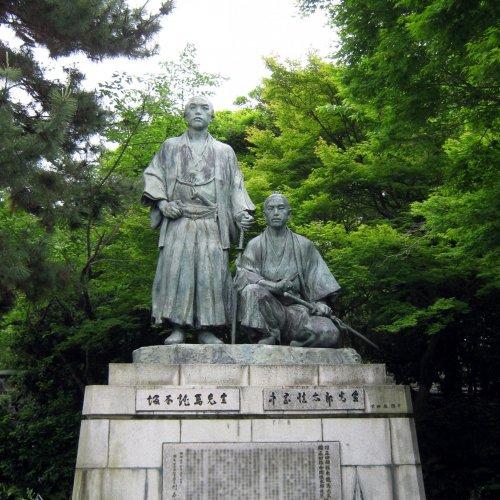 Statue of Sakamoto Ryoma and Shintaro Nakaoka