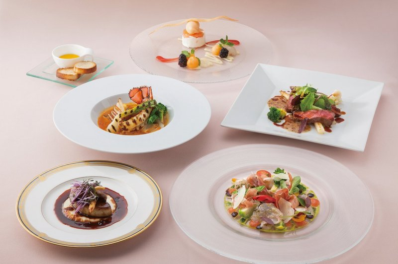 Creative and subtle French cuisine onboard the Dinner Cruise