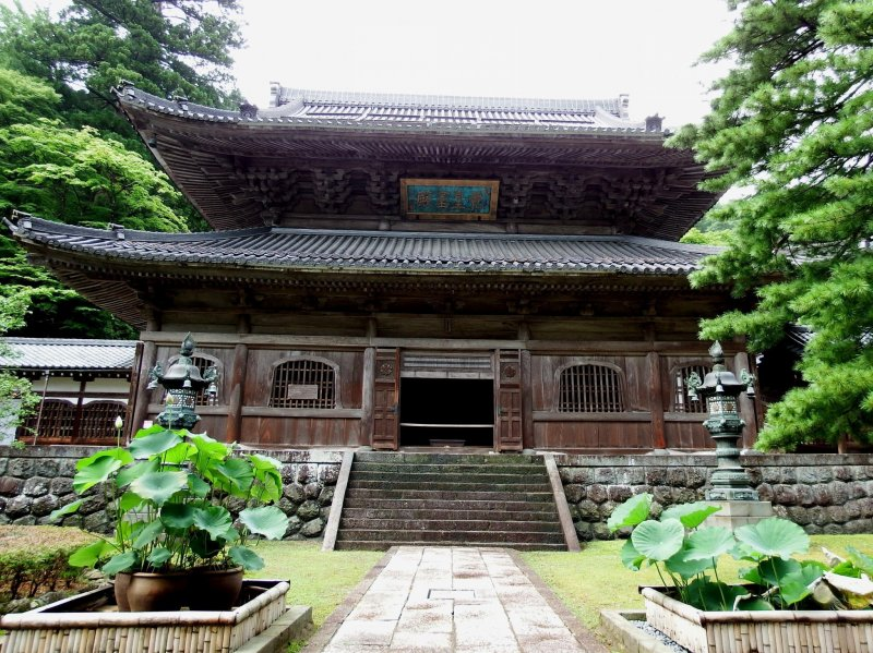Front view of 'Butsuden (Buddha Hall)'